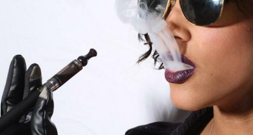 electronic-cigarette-girl электронная сигарета